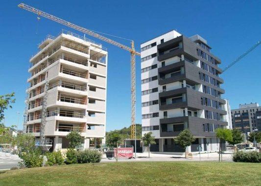 Primer edificio residencial en Pamplona con paneles fotovoltaicos en fachada