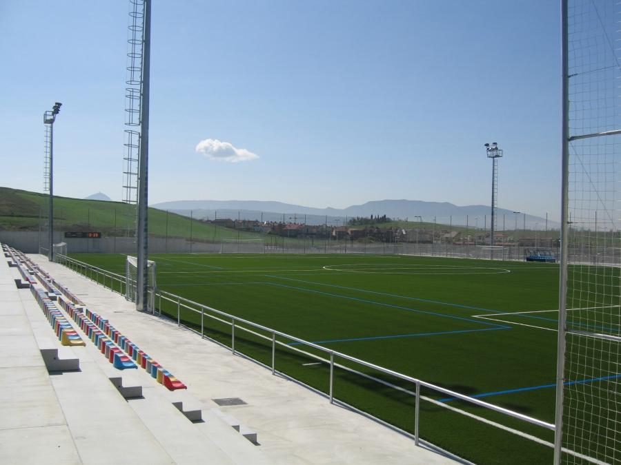Adjudicadas las obras para la primera fase de la cubrición de las gradas del campo municipal de fútbol