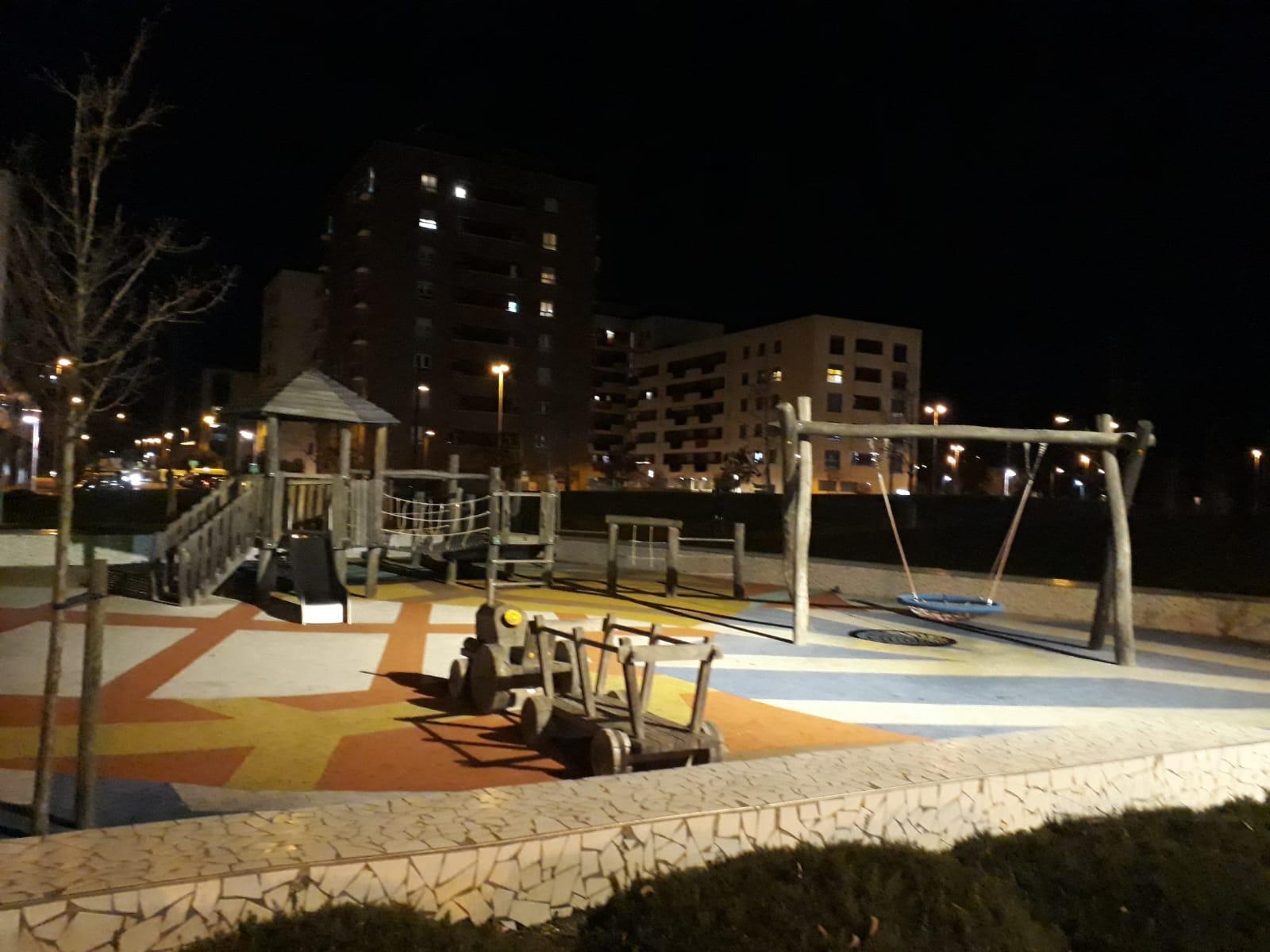 Mejoras en Lezkairu: iluminación y parking de motos