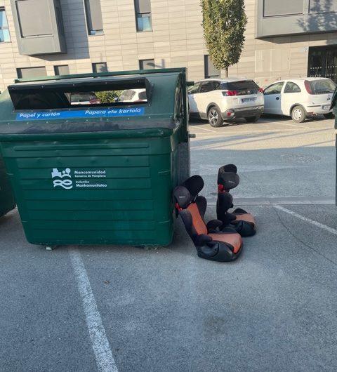 Fotodenuncia: voluminosos fuera del contenedor