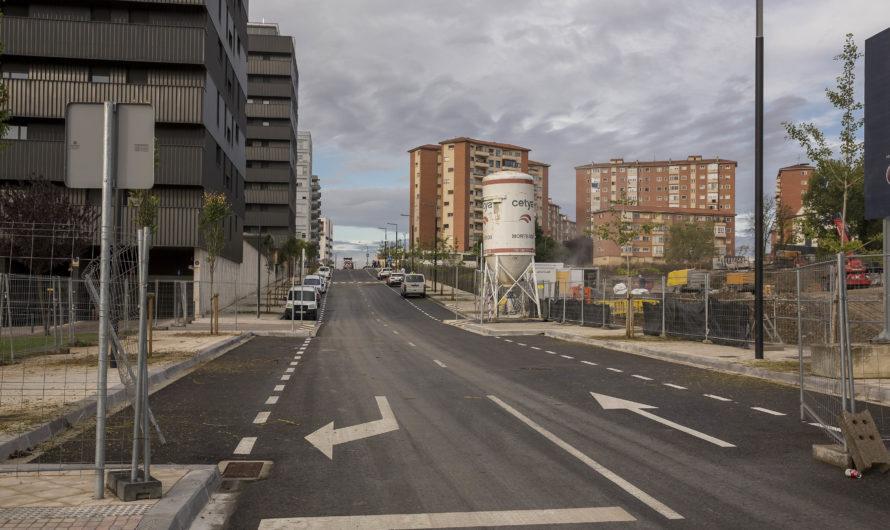 Urbanismo visita la nueva calle creada con la prolongación de Bardenas Reales desde la calle Mutilva hasta la avenida de Juan Pablo II