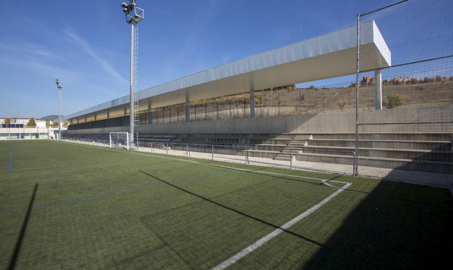 El campo municipal de fútbol de Lezkairu completa la cubrición de su grada lateral que cuenta con 432 asientos